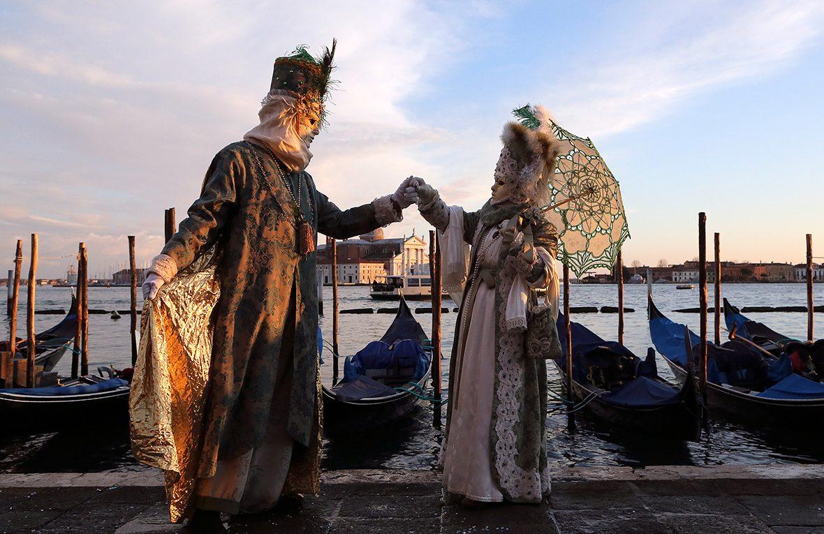 Klikkeljen a velencei-karneval.hu linkre
